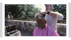 barber give homeless man haircut (abc news)